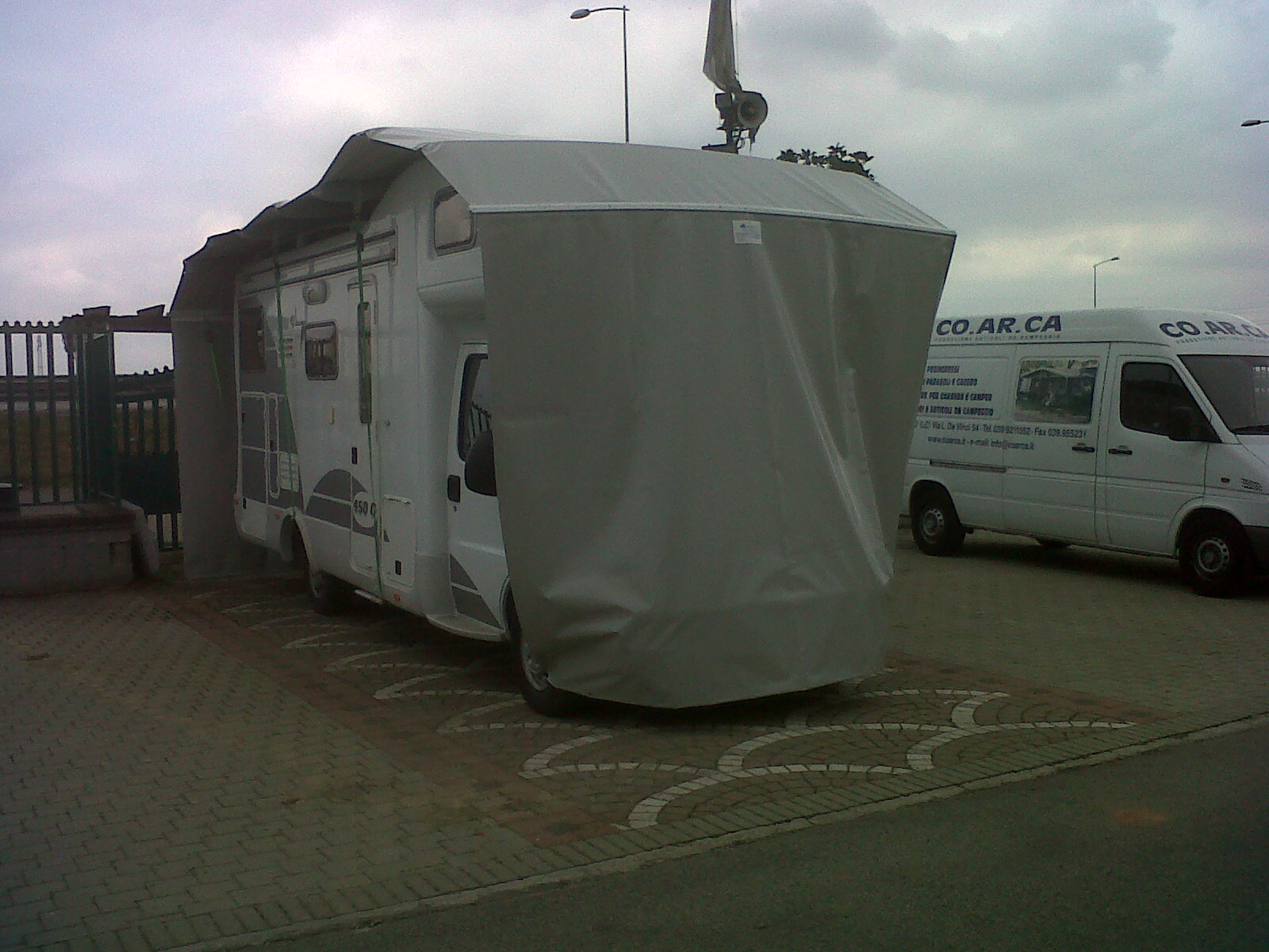 Copertura camper gonfiabile terminali antivento per for Tettoia per camper